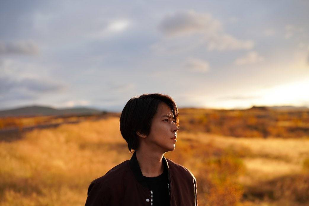 去年九月,山下智久到訪外地拍攝電影。IG @tomo.y9